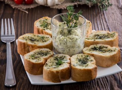 Jak szybko zrobić masło ziołowe?