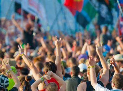 Jak uchronić przed HIV młodych uczestników  masowych imprez muzycznych?