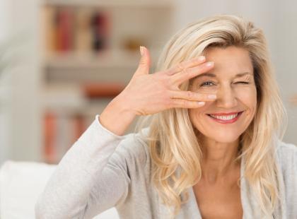 Jak ujędrnić i pogrubić skórę wokół oczu?