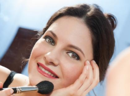 Jak ukryć niedoskonałości cery za pomocą kosmetyków mineralnych?