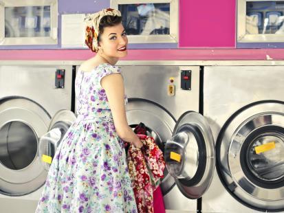 Jak uratować zafarbowane pranie? Poznaj sprawdzone sposoby!