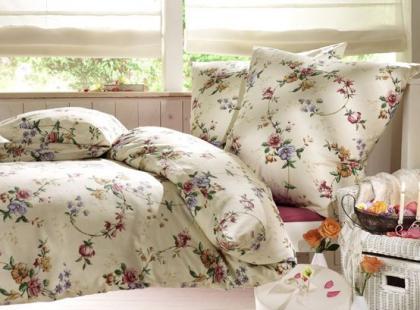 Jak urządzić sypialnię w kwiaty?