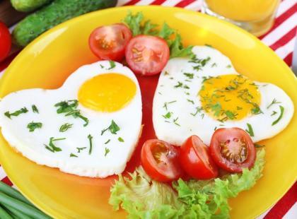 Jak usmażyć jajko w kształcie serca?