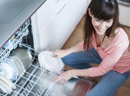 Jak ustwiać naczynia w zmywarce?