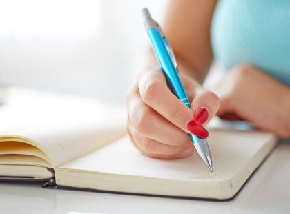 Jak usunąć plamy z długopisu?