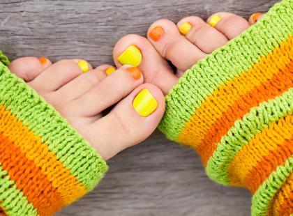 Jak usunąć przebarwienia na paznokciach po lakierze?