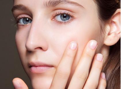 Jak usuwać skórki? Mamy 3 sprawdzone sposoby i 5 najlepszych preparatów