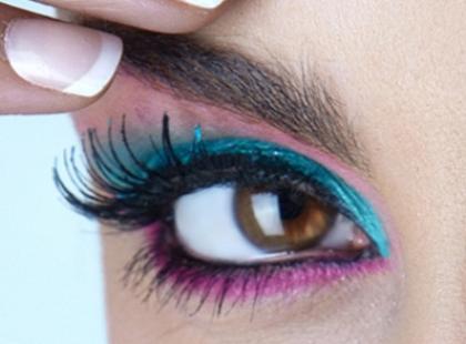 Jak używać kolorowej kredki do oczu?