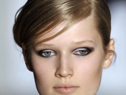 Jak używać pasty, kleju i gumy do włosów
