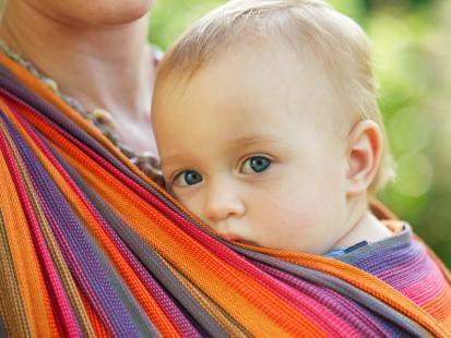 Jak wiązać chustę do noszenia dziecka? Instrukcja krok po kroku