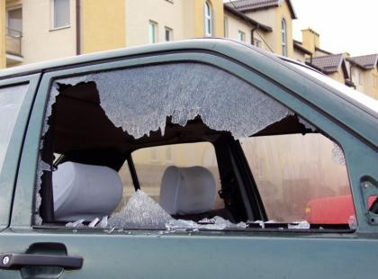 Jak wybić szybę w samochodzie, w którym jest poszkodowany?