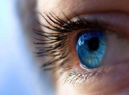 Jak wybrać kolorowe soczewki kontaktowe?