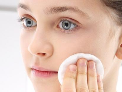 Jak wybrać najlepszy dla siebie kosmetyk do demakijażu?