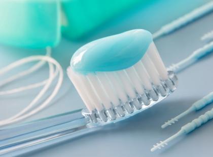 Jak wybrać odpowiednią pastę do swoich zębów?