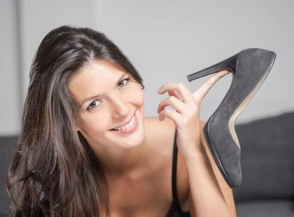 Jak wyczyścić zamszowe buty, by wyglądały jak nowe? Poznaj proste sposoby!