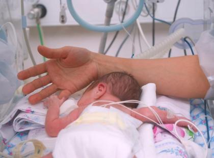 Jak wygląda leczenie martwiczego zapalenia jelit u dziecka?