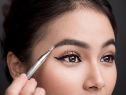 Jak wygląda makijaż permanentny brwi? Zobaczcie zdjęcie przed i po zabiegu!