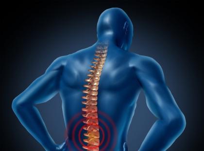 Jak wygrać z bólem kręgosłupa? – 10 praktycznych wskazówek