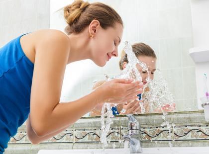 Jak wykonać zabieg płukania nosa i zatok?