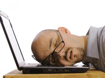 Jak zaburzenia snu wpływają na pracę?