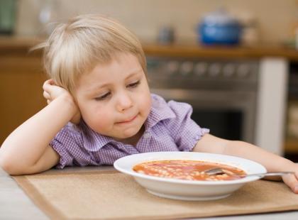 Jak zachęcić dziecko do jedzenia nowych produktów?