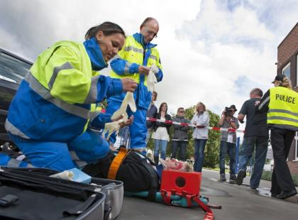 Jak zadbać o bezpieczeństwo gapiów podczas wypadku?