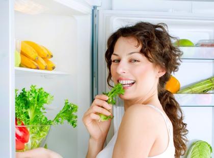 Zamiast frytowanych potraw sięgnij po świeże warzywa.