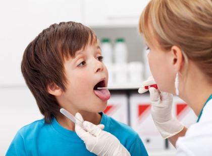Jak zapobiegać zapaleniom gardła u dziecka?