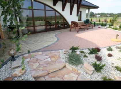 Jak zaprojektować nawierzchnię w ogrodzie ?