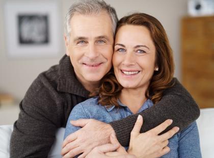 Jak złożyć oryginalne życzenia z okazji rocznicy ślubu dla męża? Zaskoczysz go!