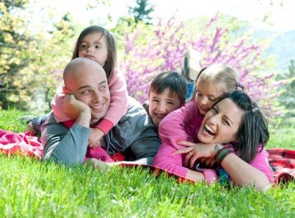 Jak zorganizować dziecku wakacje w domu?