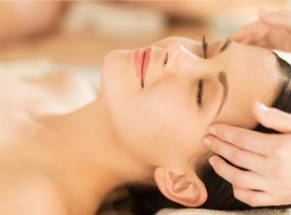 Jak zrobić odmładzający masaż twarzy?