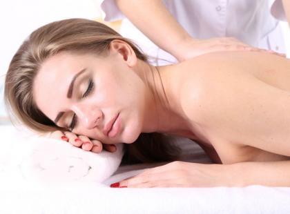 Jak zrobić rozluźniający masaż karku? 5 prostych kroków