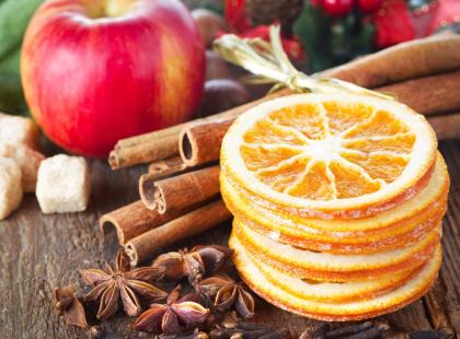 Jak zrobić świąteczne ozdoby z suszonych owoców?
