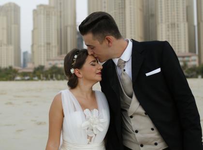 Jaka suknia ślubna będzie pasowała dla niskiej kobiety?