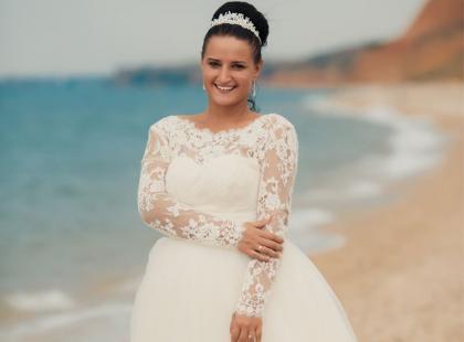 Jaka suknia ślubna dla puszystej panny młodej?