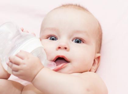 Jaką wodę powinno pić małe dziecko?