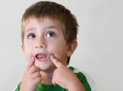 Jąkanie rozwojowe i wczesnodziecięce  – jak pomóc dziecku?