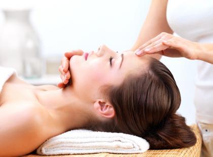 Jaki jest wpływ zabiegów mikrodermabrazji na skórę?