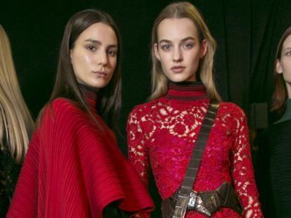 Jaki makijaż do czerwonej sukienki? Podpowiadamy!