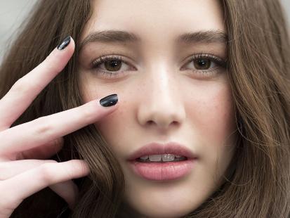 Makijaż Do Czarnej Sukienki Jak Zrobić Krok Po Kroku Polkipl