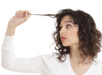 Jakie czynniki prowokują przetłuszczanie się włosów?