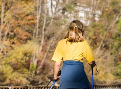 Jakie dodatki zabrać ze sobą na spacer Nordic Walking?