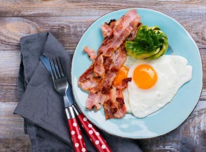 Jakie efekty uboczne może mieć jedzenie zbyt dużej ilości białka?