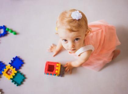 Jakie mleko wybrać dla dziecka po 1. roku życia – jak zadbać o wielkie potrzeby małego brzuszka?