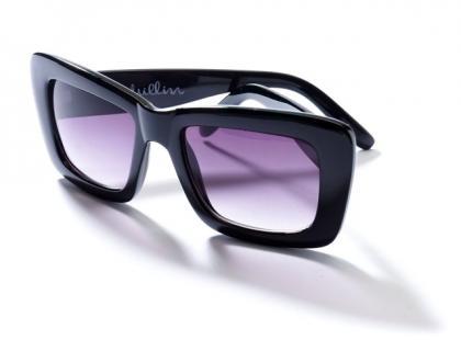 Jakie okulary przeciwsłoneczne wybrać? Najlepiej duże i plastikowe!