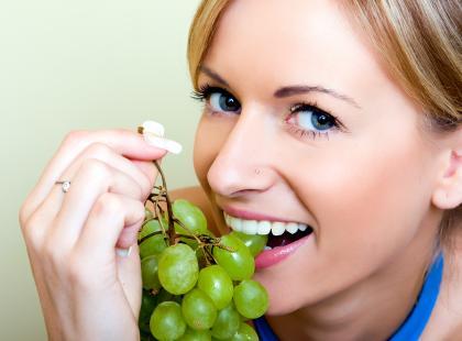 Jakie pokarmy i napoje niszczą oraz przebarwiają szkliwo?