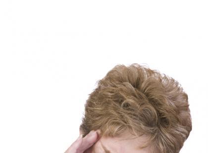 Jakie problemy diagnostyczne stwarza różnicowanie pierwotnych i wtórnych nowotworów mózgu?
