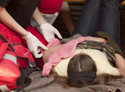 Jakie są objawy urazowego uszkodzenia rdzenia kręgowego?