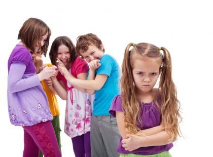 Jakie zagrożenia czekają na dzieci w internecie i szkole?